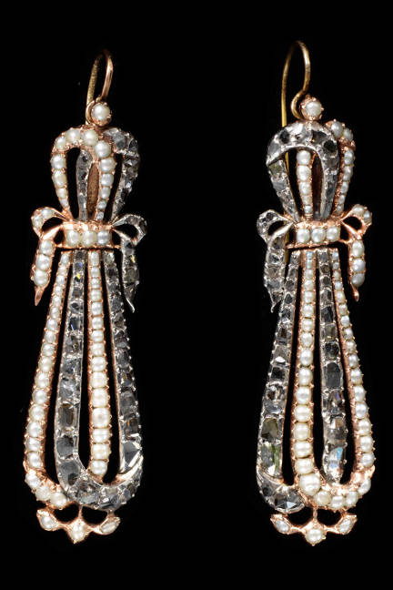 PEARLS Earrings, gold with natural seed pearls and diamonds  France, 1795-1810