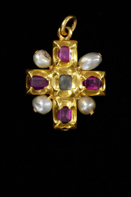 PEARLS Cross pendant, gold with rubies and natural pearls  Germany 1500-1525
