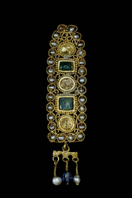 PEARLS Gold hair ornament, set with natural pearls, emeralds and sapphires  Roman Empire, 3rd Century A.D.