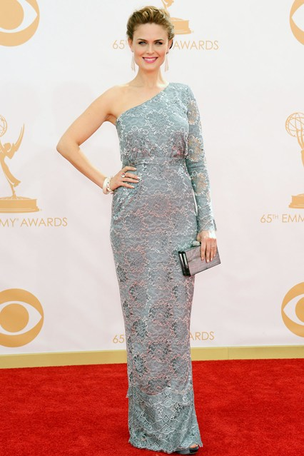 Emily Deschanel wore an asymmetric gown by Houghton with Tiffany & Co. jewellery.