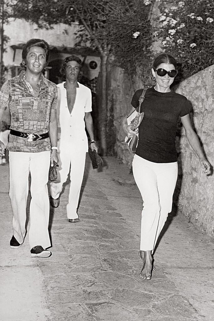 Giancarlo Giammetti with Valentino and Jacqueline Kennedy Onassis in Capri in 1971.
