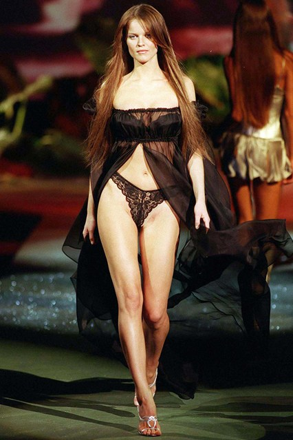 Eva Herzigova takes to the catwalk in 1999.