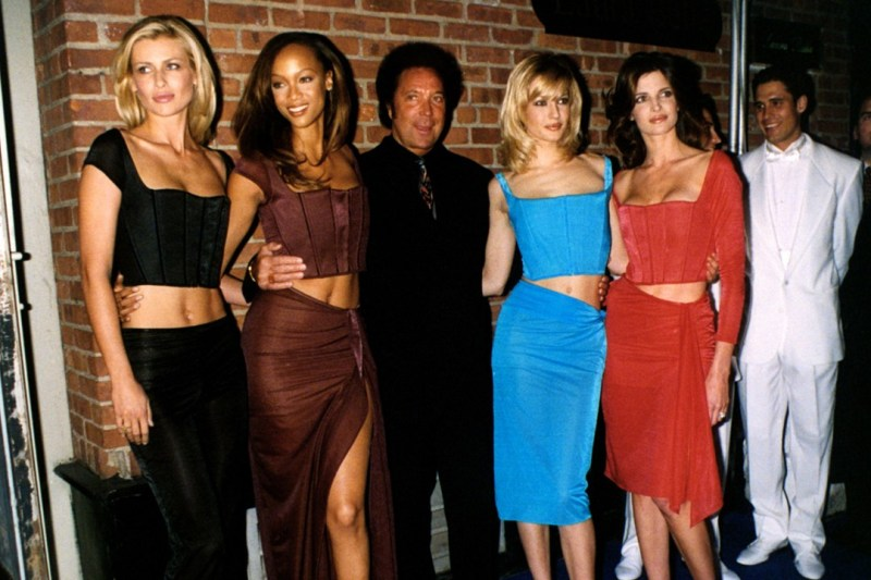 Tom Jones poses with models Karen Mulder, Tyra Banks, Eva Herzigova and Stephanie Seymour at the after party following the 1997 Victoria's Secret show.