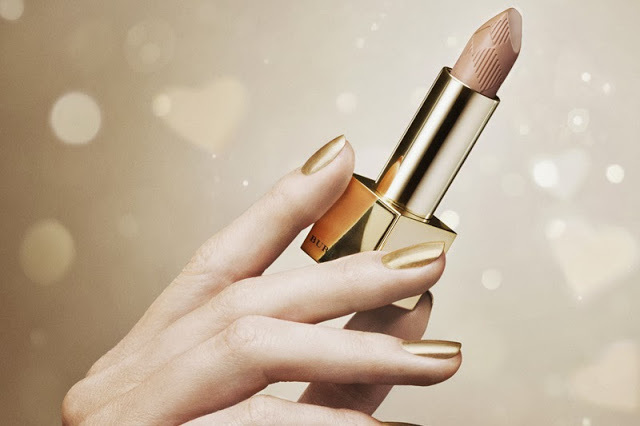LIP MIST – TRENCH KISS NO.216, £22.50 Perfect for gifting, this Lip Mist features celebratory gold-coloured packaging as part of the Golden Light collection. With a delicate lightweight texture, Lip Mist glides on effortlessly to give a subtle hint of colour with natural shine. Moisturising emollients and wild rose extracts offer hydration for lasting comfort.