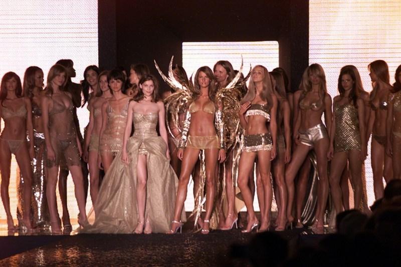 The 2000 Victoria's Secret show finale.