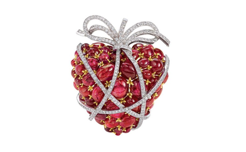 The Impossible collection of Jewelry  Photo: heart brooch by Fulco di Verdura in platinum, rubies, gold and diamonds, created in 1949 for a Palm Beach client as a Valentine's day present. © David Behl, Photo Courtesy of Verdura