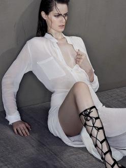 Thairine Garcia for Harper's Bazaar Brasil January 2014 - Corpo Em Evidência