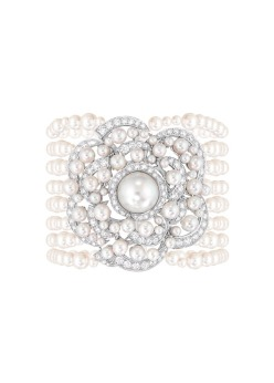 Rose de Camélia bracelet with pearls and diamonds