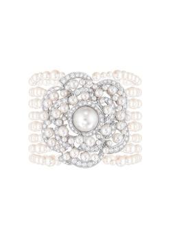 Rose de Camélia bracelet with pearls and diamonds
