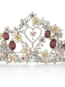 Mikimoto x Hello Kitty - Tiara with Akoya pearls, diamond, ruby, mother of pearl and onyx