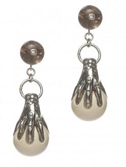 Hand clasp earrings € 1.845,00