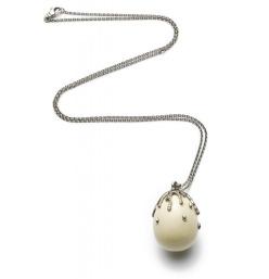 Egg pendant  € 2.050,00