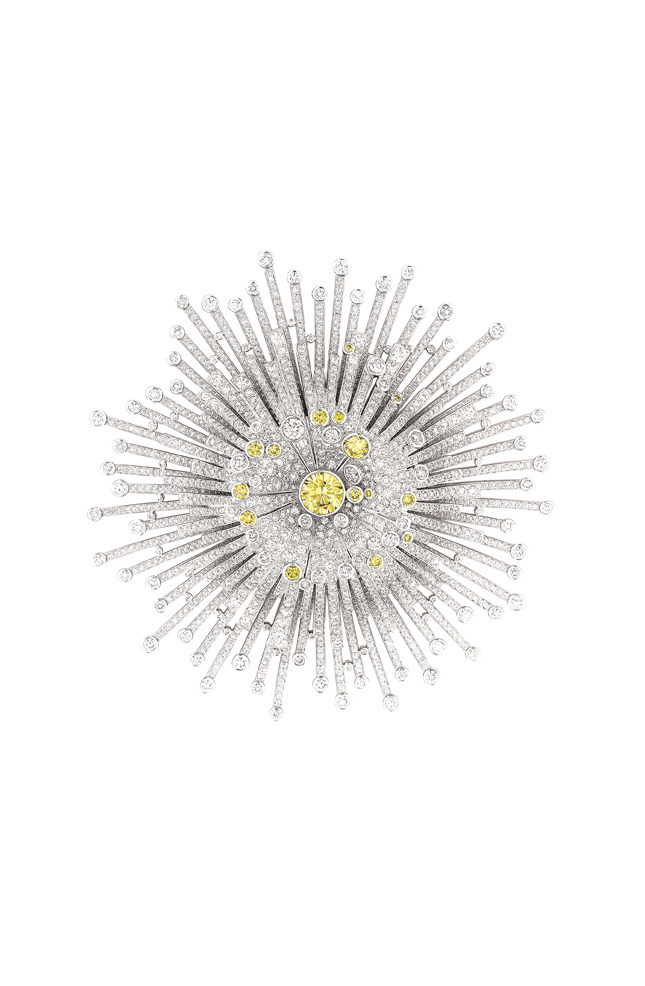 Soleil brooch, white gold and diamonds