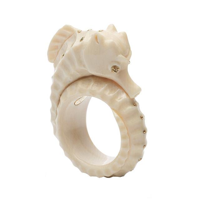 Mammoth sea horse ring € 2.395,00